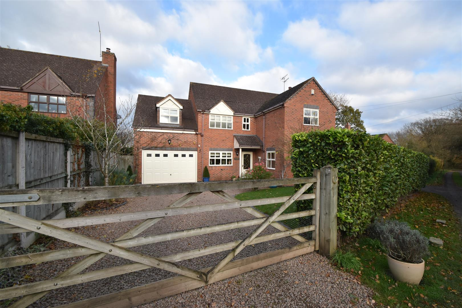 4 Bedrooms House for sale in Broadheath Common, Lower Broadheath, Worcester